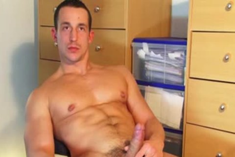 Gym Trainer (hetero) acquires Wanked His enormous 10-Pounder By A Gym Club Client 4 specie!