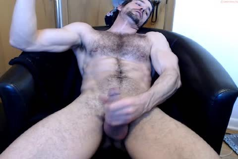 Muscle hairy lad jack off