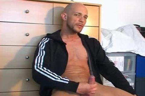 Full clip: A good blameless Gym lad Serviced His large penis By Us.