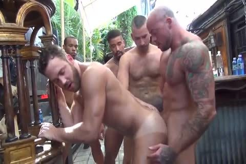 LOGAN MOORE bunch-sex PARTE 2