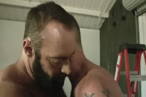 Daddy Scott receives Muscle Bear Brad Kalvo's bulky cock