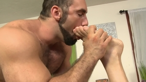 IconMale.com: Muscle Hans Berlin receives slamming hard