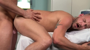 MenOver30.com: Inked Sean Harding goes for getting facial